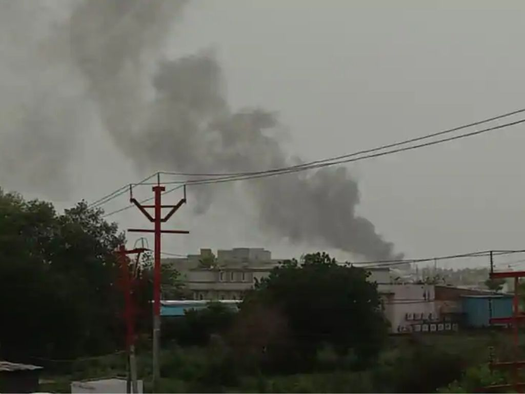 HMN - Major fire at chemical unit in Ghaziabad, 15 tenders rushed to the spot