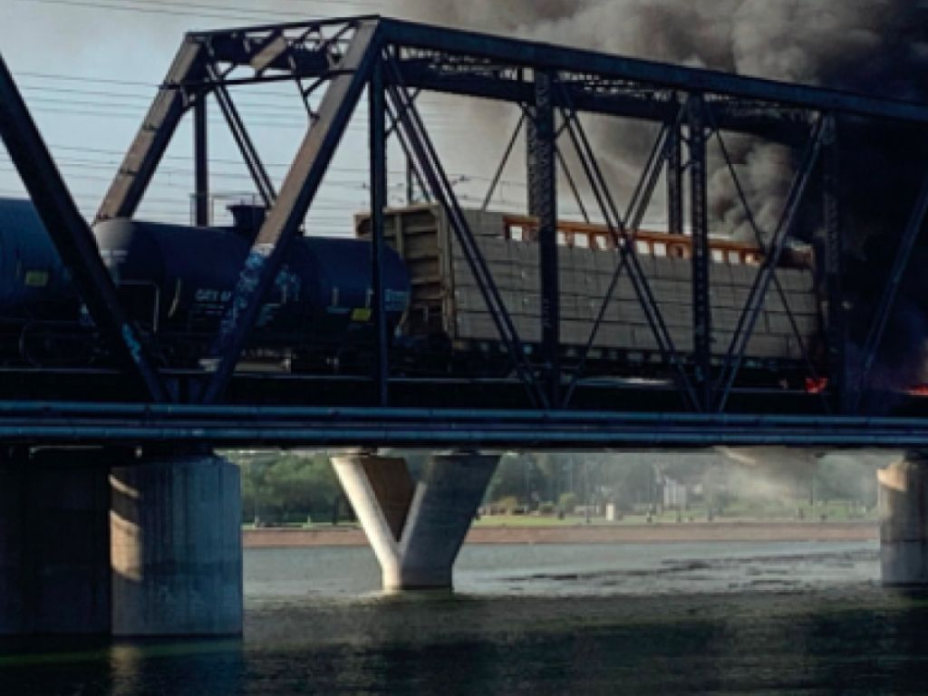 HMN - Chemical leak contained in Union Pacific train derailment; now the investigation begins