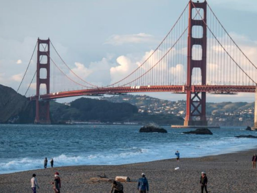 HMN - 7 people hospitalized after car crash on Golden Gate Bridge possibly exposes them to fentanyl